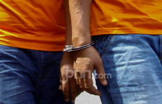 2 Pria Tak Diundang Masuk Rumah, Aduh, Kasihan Mbak Indah - JPNN.com