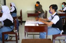 Sekolah Mulai Pembelajaran Tatap Muka, Murid yang Naik Angkot Diminta Tetap PJJ - JPNN.com
