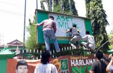 Kantor PKB Diambil Alih Massa Kader Nahdlatul Ulama Kediri - JPNN.com