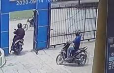 Lihat Aksi Dua Orang Ini, Siswa Sampai Menangis - JPNN.com