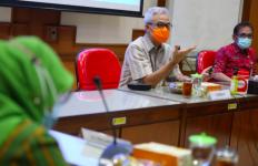 Angka Kematian Pasien Covid-19 Menurun di Jateng, Ini Pesan Luhut pada Ganjar - JPNN.com