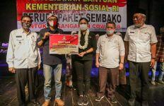 Kunjungi Kampung Naga, Grace Batubara Ajak Warga Gotong Royong Hadapi Covid-19 - JPNN.com