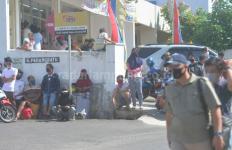 Warga Penasaran Ingin Lihat Reka Ulang Penusukan Syekh Ali Jaber, Imah: Sampai Heboh Begini - JPNN.com
