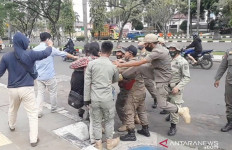 Anak Buah Tendang Mahasiswa HMI MPO, Komandan Satpol PP Minta Maaf - JPNN.com