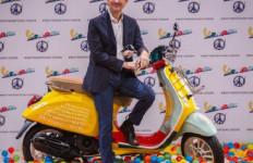 Vespa Primavera Edisi Sean Wotherspoon Meluncur di Indonesia, Harganya Rp85 Juta - JPNN.com