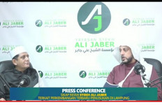 Syekh Ali Jaber Meminta Maaf kepada Penusuknya - JPNN.com