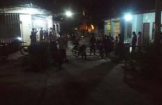 Duel Pemuda Pakai Sajam, Satu Terkapar Bersimbah Darah, Kondisi Perutnya Mengenaskan - JPNN.com