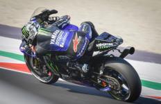 Bagnaia Keluar Lintasan, Vinales Start Paling Depan di MotoGP Emilia Romagna - JPNN.com
