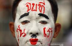 Rakyat Thailand Sudah Muak dengan Perdana Menteri, Raja Juga Kena Semprot - JPNN.com