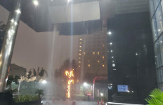 Hujan Deras Mengguyur, Atap Gedung KPK Roboh - JPNN.com