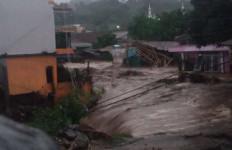Banjir Bandang di Sukabumi, Dahsyat, 2 Orang Hilang, Warga Terpaksa Mengungsi - JPNN.com