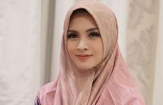 7 Artis Cantik Ini Punya Indra Keenam, Kisahnya Bikin Merinding  - JPNN.com