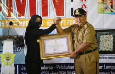 Berkontribusi di Penanggulangan Covid-19, Bea Cukai Lampung Terima Penghargaan Gubernur - JPNN.com