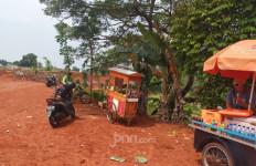 Mungkin Cuma Pria Ini yang Berani Begitu di TPU Pondok Ranggon - JPNN.com