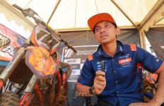 Pembalap Senior Akbar Taufan Lelang Jersi Demi Bantu RS Rujukan Covid-19 - JPNN.com
