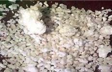 Warga Kaget Ada Campuran Plastik dalam Beras Bantuan dari Pemerintah - JPNN.com