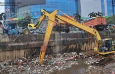 Jorok! Lihat Nih Sampah Kiriman di Jakarta - JPNN.com