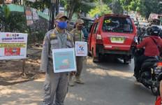 Tak Pakai Masker, Puluhan Orang di Ciracas Dihukum Kerja Sosial dan Denda Administratif - JPNN.com