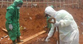Melihat Tata Cara Pemakaman Jenazah Covid-19 di TPU Pondok Ranggon