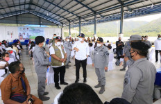 Bakamla RI, Kemensos dan BNPB Salurkan Bansos ke Masyarakat Pesisir - JPNN.com