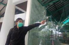 Pria Bertubuh Gempal Tiba-tiba Mengamuk, Merusak Masjid di Bandung - JPNN.com