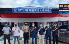 Sinergi Bea Cukai dan Kepolisian Gagalkan Peredaran Narkotika ke Wilayah Sorong - JPNN.com