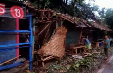 Bencana Banjir Bandang Belum Usai, Warga Sukabumi Diterjang Puting Beliung - JPNN.com