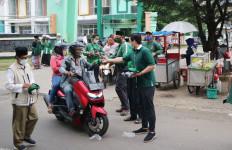 Tekan Penyebaran Covid-19, Kader PKB Kabupaten Bogor Bagi-bagi Masker - JPNN.com