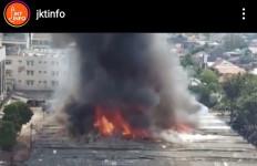807 Kios di Pasar Cempaka Putih Terbakar, Ini Penyebabnya - JPNN.com