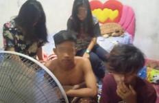 3 Pasangan Pelajar Mengaku Belajar Kelompok, Kok Sampai Larut Malam dan Cuma Pakai Handuk? - JPNN.com