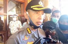 Detik-detik KKB Paksa Pilot Keluar, Mengeluarkan Tembakan, Membakar Pesawat - JPNN.com