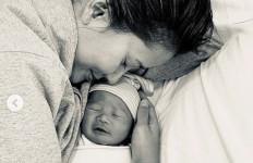 Selamat, Titi Rajo Bintang Lahirkan Bayi Laki-laki, Ini Namanya - JPNN.com