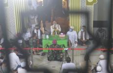 Lihat! Ada Prajurit TNI di Depan Ustaz Abdul Somad, Jemaah Menangis.. - JPNN.com