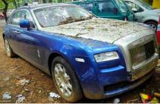 Waduh, 5 Mobil Mewah Ini Diabaikan Begitu Saja di Pinggir Jalan - JPNN.com