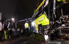 Bus Pariwisata Tabrak 7 Kendaraan di Jalur Dieng, 4 Orang Tewas, Ini Identitas Korban - JPNN.com