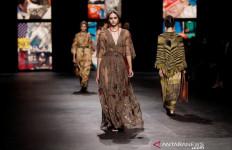 Dior Tampilkan Kain Tenun Ikat Indonesia dalam Acara Paris Fashion Week - JPNN.com
