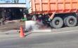 Hantam Dump Truck yang Tengah Parkir, Pengendara Motor Tewas Mengenaskan
