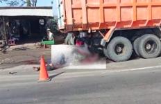 Hantam Dump Truck yang Tengah Parkir, Pengendara Motor Tewas Mengenaskan - JPNN.com