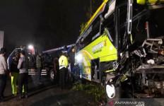 Rem Blong, Bus Wisata Hantam 6 Kendaraan, Turut Berduka - JPNN.com