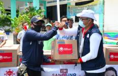 Bersama RIB Lawan COVID-19, Sandiaga Beri Bantuan ke Warga Kurang Mampu di Kepulauan Seribu - JPNN.com