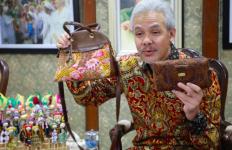 Hari Batik Nasional, Deputi Gubernur Bank Indonesia Puji Pak Ganjar - JPNN.com