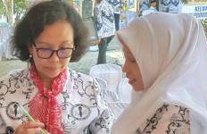 Bu Guru Honorer Non-K2 Ingin Bertemu Pak Jokowi - JPNN.com