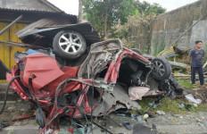 Kecelakaan Maut di Sleman, 4 Orang Tewas, Mobilnya Jadi Kayak Begini - JPNN.com