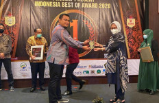 Omar Sukses Raih Penghargaan di Indonesia Excellent Quality Award - JPNN.com