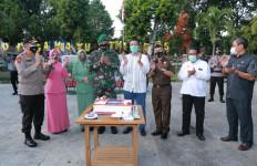 Masih Pagi, Irjen M Iqbal Bawa Brimob Sambangi Rumah Brigjen Ahmad Rizal - JPNN.com