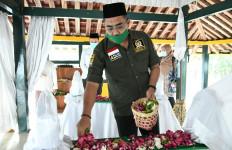 Ziarah ke Makam Pendiri Muhammadiyah, Gus Jazil: Kita Harus Teruskan Perjuangannya - JPNN.com
