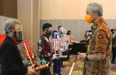 Ganjar Puji UMKM Jateng yang Tetap Produktif Ekspor di Tengah Pandemi Covid-19 - JPNN.com