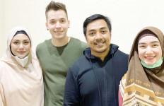 Hadiri Pengajian Ustaz Riza, Celine Evangelista Sudah Mualaf? - JPNN.com