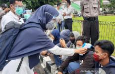 Mahasiswa Bawa Thermo Gun saat Demo di Purwokerto - JPNN.com