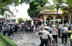 Massa Tolak UU Cipta Kerja Mengamuk, Rusuh di Malioboro - JPNN.com